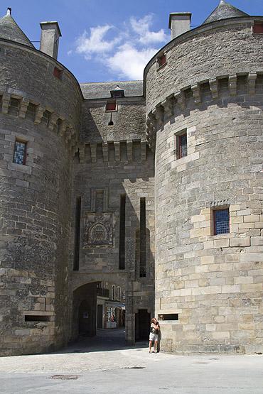 Het Carcassonne van de westen: de oude stad Guerande, de poort Saint-Michel